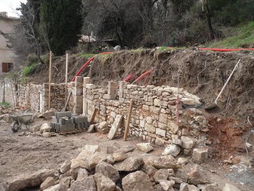 Am nagement du site d 39 acceuil du bourg m di val chantiers r alis s art et r novation art - Mur soutenement pierre ...